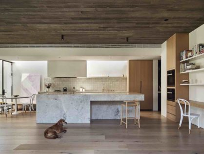 Behind the Boards: A Study in Calming Composition with Oak Tree House by Susi Leeton Architects and Interiors